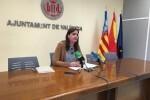 Sandra Gómez presenta la campaña de control contra el abandono de excrementos de animales.