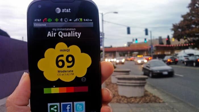 Smartphone midiendo polución