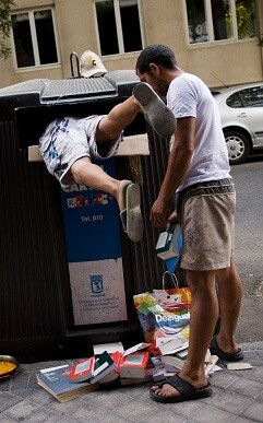 Uno de cada cinco españoles, es decir el 22,1 por ciento de la población, se encuentra en riesgo de pobreza.