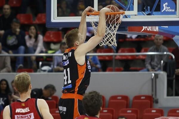 Valencia Basket acaba sufriendo para sacar la victoria de Zaragoza (75-78).