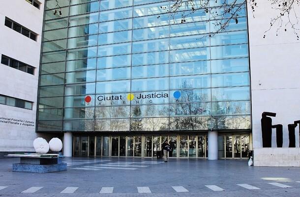Valencia reclama un nuevo Juzgado de Familia para agilizar la resolución de divorcios y custodias.