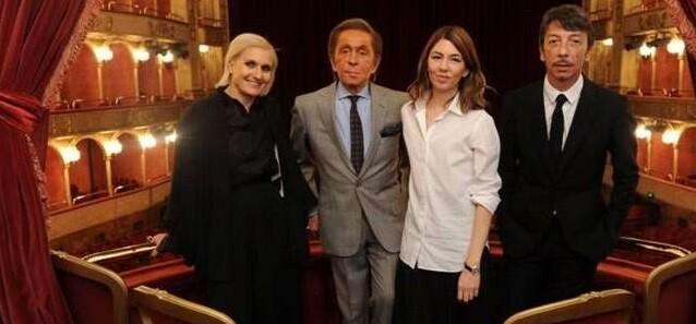 Valentino y Sofia Coppola presentando en Italia ' class=