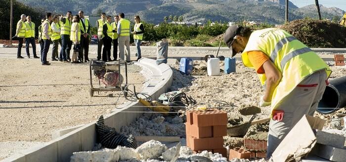 Visita a las obras de la carretera en Beniarjó (Foto-Abulaila).