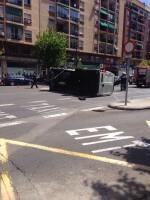 Vuelco de una furgoneta en Avda Cid (1)
