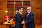 Pedro Agramunt y Alexis Tsipras reunidos en Atenas este lunes