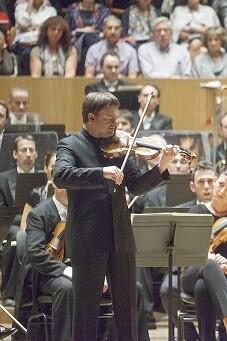 Zimmermann y la Orquesta de Valencia. (Foto-Eva Ripoll-Arxiu Palau).