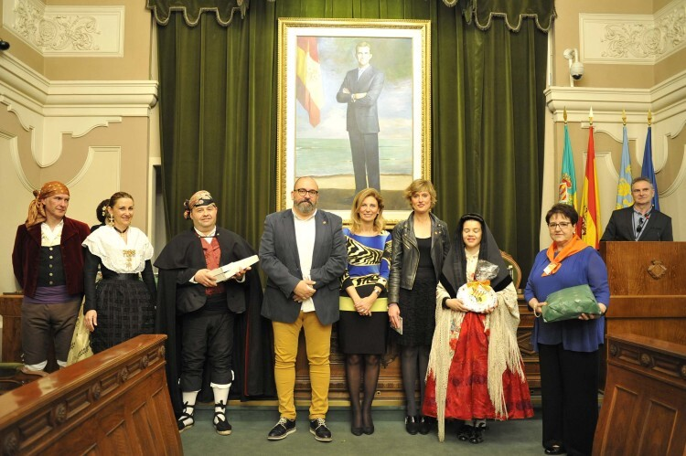 recepción oficial de los participantes del festival dances antigua corona d' class=