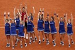 VAL103. Paris (France), 05/06/2016.- Novak Djokovic of Serbia celebrates with ball girls after winning against Andy Murray of Britain during their men's single final match at the French Open tennis tournament at Roland Garros in Paris, France, 05 June 2016. (Tenis, Francia) EFE/EPA/YOAN VALAT