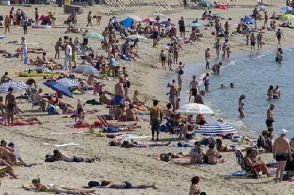 42. 607 agentes de la Policía Nacional y de la Guardia Civil garantizarán este verano la seguridad en las zonas turísticas.