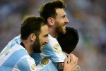 Argentina's Lionel Messi and Gonzalo Higuain celebrate after scoring against Venezuela during the Copa America Centenario football quarterfinal match in Foxborough, Massachusetts, United States, on June 18, 2016.  / AFP PHOTO / ALFREDO ESTRELLA