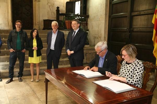 Ayuntamiento y Generalitat firman el convenio que permitirá concluir y poner en funcionamiento el aparcamiento de la plaza de Brujas.