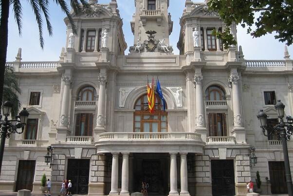Ayuntamiento y Generalitat impulsan la inserción de personas sin techo con un programa piloto de acceso a la vivienda.