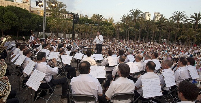Banda Municipal en los Jardines del Palau. (Foto-Eva Ripoll-Arxiu Palau de la Música).