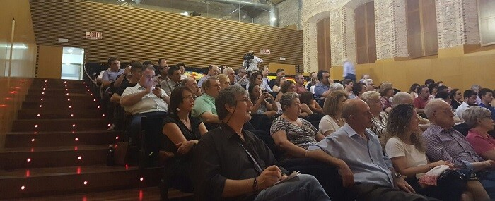 Cerca de 200 personas asistieron al acto central de la campaña de VOX en Valencia.
