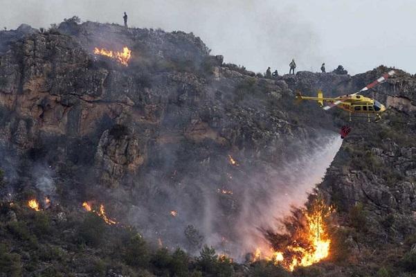 Continúan la las labores de control en el incendio de Calasparra.