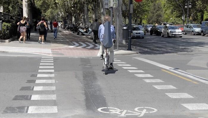Desde el mes de marzo se han prolongado los pasos de peatones sobre carril bici.
