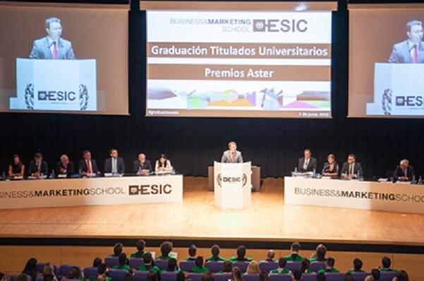 ESIC Valencia celebra la graduación de los alumnos de Grado de la promoción 2016.