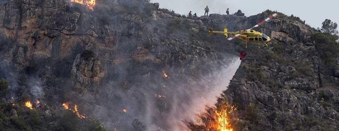 El Gobierno de Murcia dirige el operativo contra el incendio.