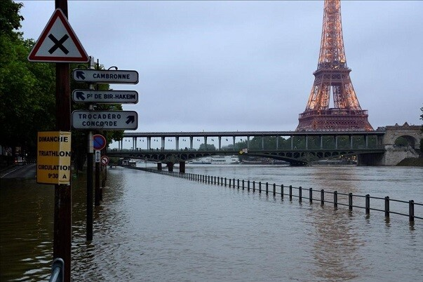 A photo taken on June 1  2016 shows the flooded Seine river and the Eiffel Tower in Paris  Four bodies were found floating in homes in France and Germany on June 1  2016  in flash floods that left water lapping at the doors of one of the Loire Valley s most famous chateaux  Heavy rains lashing parts of France  Germany and Austria cut roads  stranded people on rooftops and forced schools to close their doors  and French weather forecasters warned of more to come on June 2     AFP PHOTO   BERTRAND GUAY