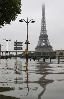 El Museo del Louvre en París cerrará sus puertas durante todo el viernes.