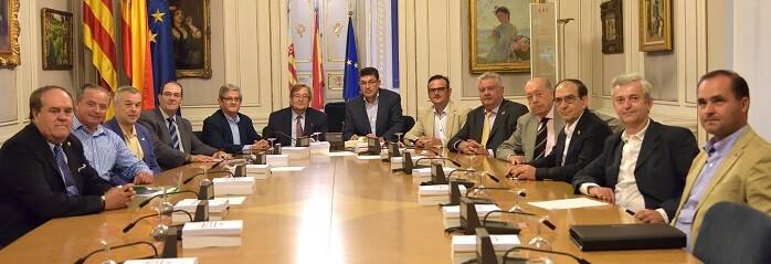 El President de les Corts Valencianes ha recibido a los representantes de la Federación de Comunidades de Regantes Valencianos.