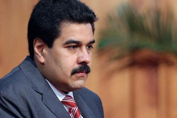 El oficialismo denuncia fraude en las firmas para referéndum que desea revocar el mandato de Maduro.