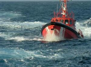 El pesquero quedó a la deriva tras sufrir un fallo mecánico.