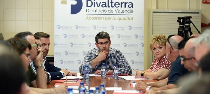 El presidente de la Diputación de Valencia, Jorge Rodríguez, se ha reunido este martes con los coordinadores de las brigadas de Divalterra. (foto-Abulaila).