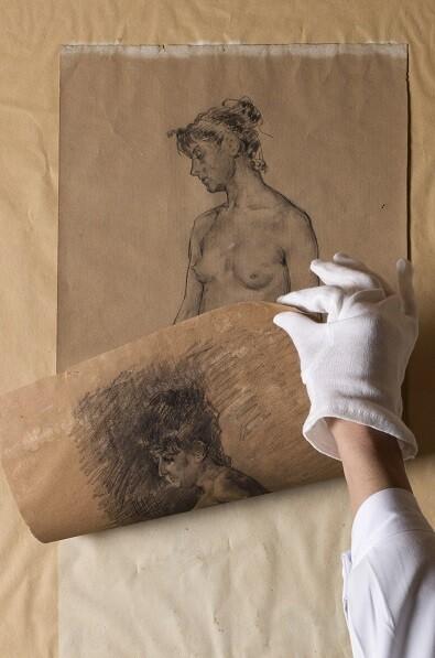 El tratamiento de restauración se aplicó en esos casos atendiendo de igual modo a los dibujos de ambas caras.