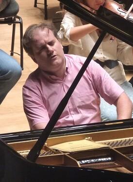 Ensayo de la Orquesta de Valencia y Josu de Solaun. (Foto-Inma Romeu).