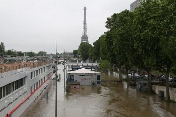 Francia reduce su alerta ante la disminución del riego de inundaciones.