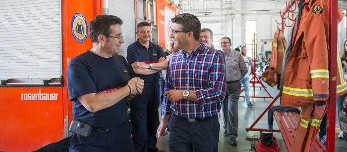 Jorge Rodríguez visitó las instalaciones del parque de bomberos de Torrent. (Foto-Abulaila).