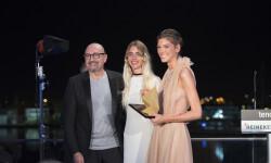 Josep Lozano y Minerva Portillo entregaron el premio a Marta Ortiz