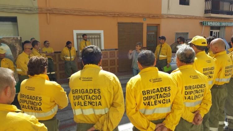 La Diputación duplica las brigadas de Divalterra que intervienen en el incendio de Bolbaite
