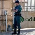 La Guardia Civil detiene a 14 empleados de Adif por un presunto sobrecoste de 82 millones en obras del AVE.