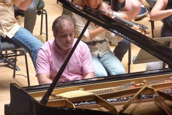 La Orquesta de Valencia y el pianista Josu de Solaun interpretan el tercer concierto de Rachmaninov. (Foto-Inma Romeu).