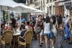 La Policía Local de Valencia intensifica la vigilancia de locales de ocio y las terrazas.