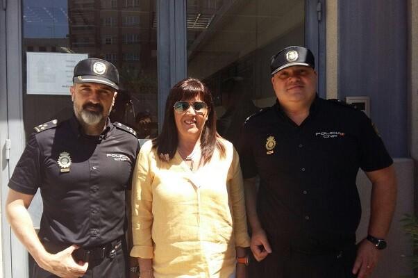 La concejal de Ciudadanos María Dolores Jiménez visitó el CIE de Zapadores.