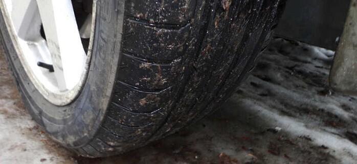 La crisis ha originado un menor mantenimiento de las autovías y carreteras, lo que puede generar accidentes y un mayor desgaste del neumático.