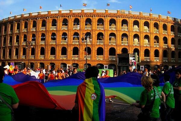 Lambda invita a la ciudadanía a mostrar la fuerza multicolor en la manifestación del Orgullo 2016.