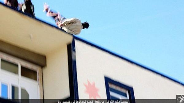 Las 10 ejecuciones de homosexuales más brutales del Estado Islámico (10)