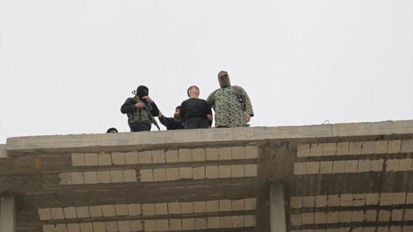 Las 10 ejecuciones de homosexuales más brutales del Estado Islámico (12)
