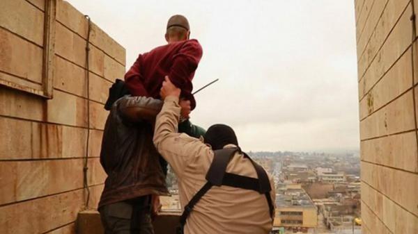 Las 10 ejecuciones de homosexuales más brutales del Estado Islámico (2)