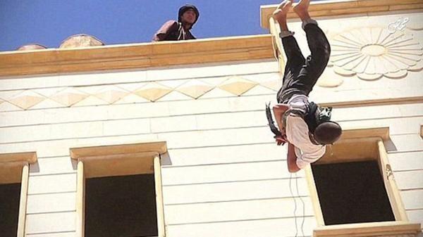 Las 10 ejecuciones de homosexuales más brutales del Estado Islámico (8)