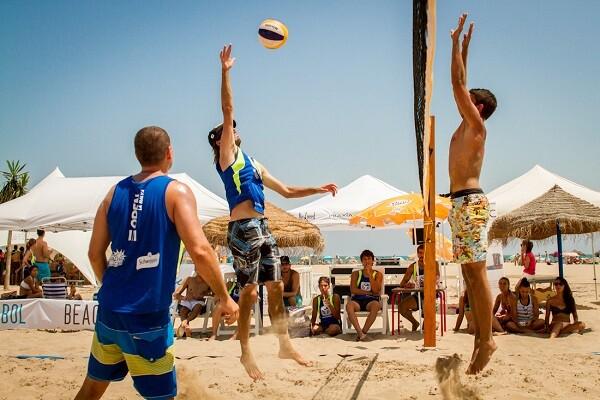 Las playas de Valencia acogerán más de 20 competiciones deportivas durante este verano.