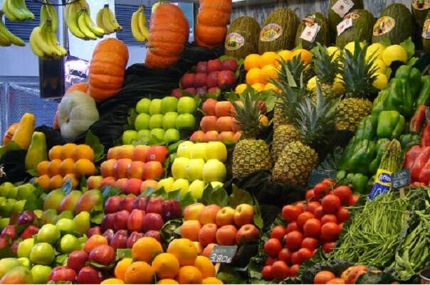 Los mercados municipales se trasladan a la Gran Feria de Julio para potenciar el consumo de fruta.