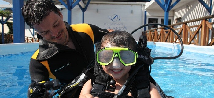 Los niños podrán realizar buceo, participar en la suelta de tortugas, conocer a los entrenadores,  dormir con tiburones o recorrer la zona técnica.