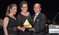 Mª José Mira entregó el premio a Colchones Munhar