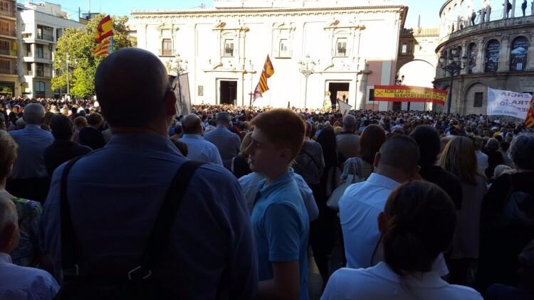 Miles de personas se concentran ante la Virgen por todas las ofensas a la ' class=