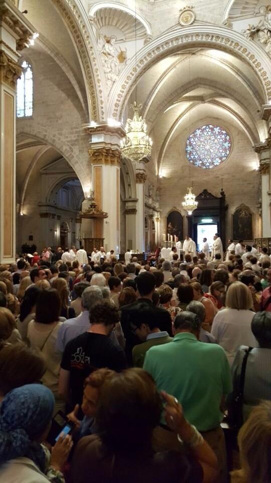 Miles de personas se concentran ante la Virgen por todas las ofensas a la 'Geperudeta' (6)